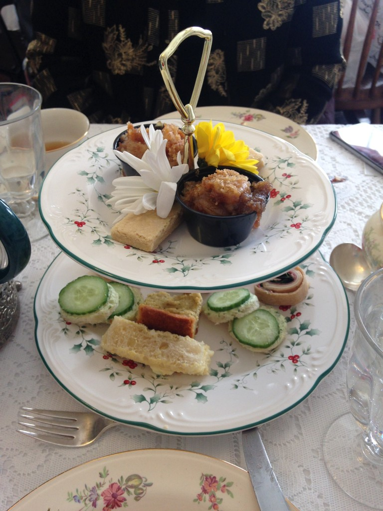 How do you say goodbye to a favorite show? Attend a tea party! Here's a look at a Downton Abbey tea I attended.