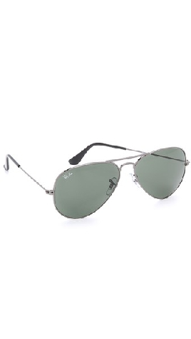 Pressies for everyone on your list! Treat your boyfriend to these aviator sunglasses...