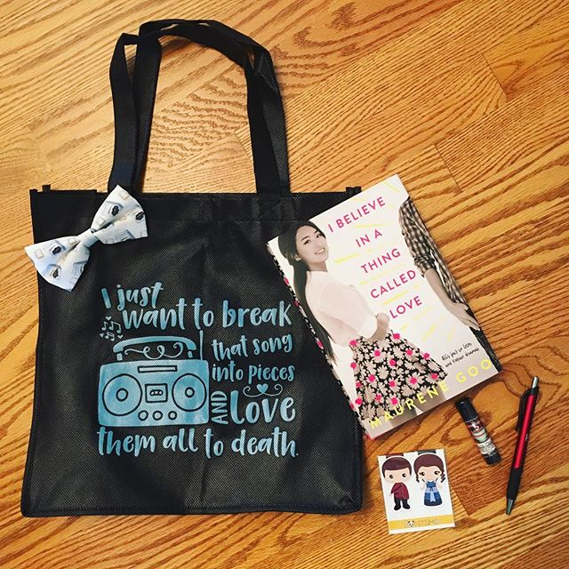 Peek inside the Book Boyfriend Box! This subscription box is full of adorable bookish things plus a YA novel that sounds like a must read.